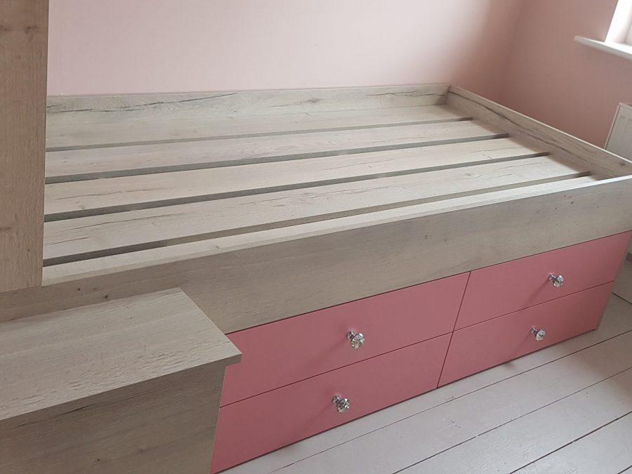 oak Halifax White mixed with Flamingo pink
