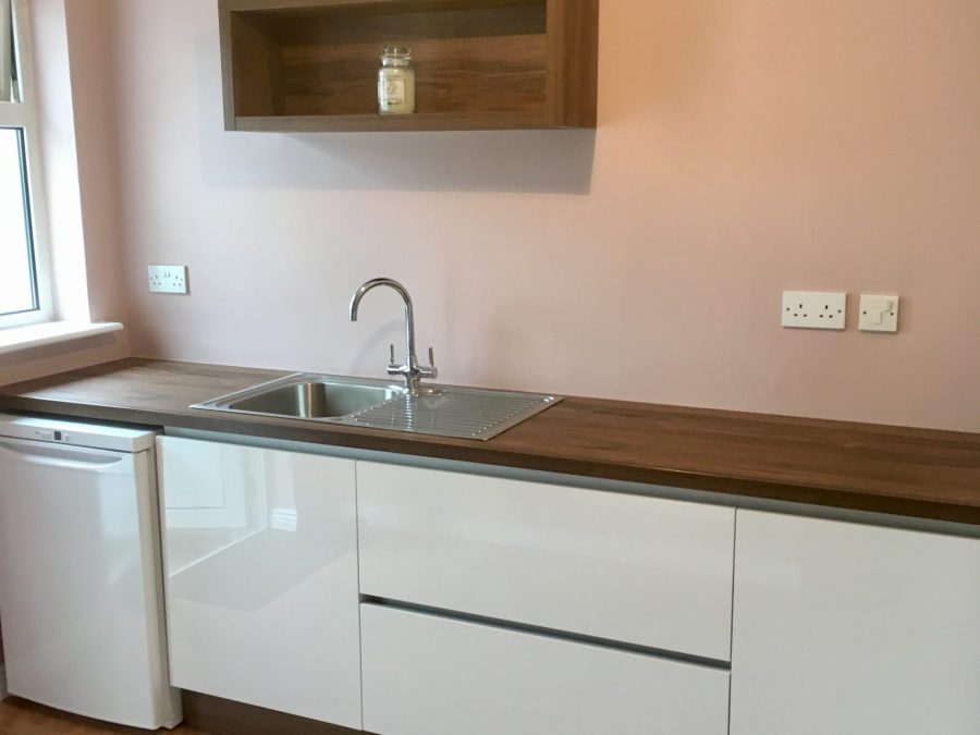 utility room completed with Acrylic doors in white hi-gloss and laminated worktop in Oak Charleston dark brown
